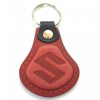 Kožená kľúčenka Suzuki červená