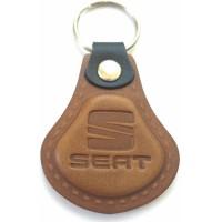 Kožená kľúčenka / prívesok na kľúče Seat hnedá