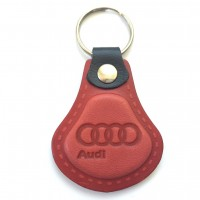 Kožená kľúčenka Audi červená