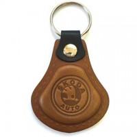 Kožená kľúčenka / prívesok na kľúče Škoda hnedá
